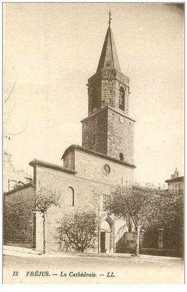 carte postale ancienne 83 FREJUS. La Cathédrale