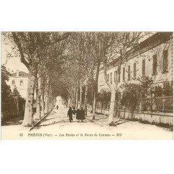 carte postale ancienne 83 FREJUS. Les Ecoles et la Route de Cannes