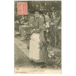 carte postale ancienne 83 HYERES. Superbe Paysanne en costume traditionnel