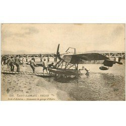 carte postale ancienne 83 SAINT-RAPHAEL. Ecole d'Aviation manoeuvre de garage d'Hydoglisseur 1919. Avion Aéroplane
