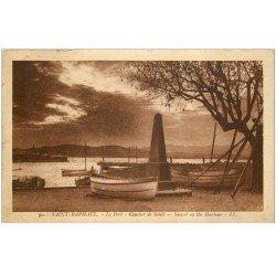 carte postale ancienne 83 SAINT-RAPHAEL. Le Port sous Coucher de Soleil