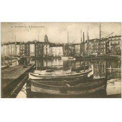 carte postale ancienne 83 SAINT-TROPEZ. L'Embarcadère barques de Pêcheurs 1930