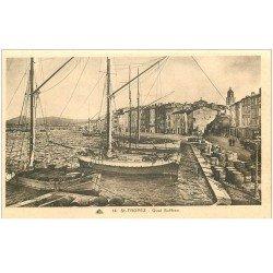 carte postale ancienne 83 SAINT-TROPEZ. Quai Suffren bateaux de Pêcheurs