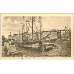 carte postale ancienne 83 SAINT-TROPEZ. Un coin du Port avec bateaux de Pêcheurs
