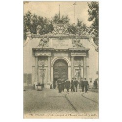 carte postale ancienne 83 TOULON. Arsenal Marins à sa Porte vers 1900