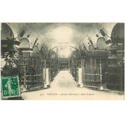 carte postale ancienne 83 TOULON. Arsenal Maritime Salle d'Armes 1912 fusils et sabres