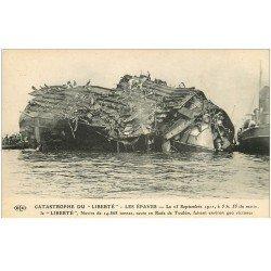 carte postale ancienne 83 TOULON. Catastrophe aspect du Navire La Liberté après l'Explosion de 1911 les épaves