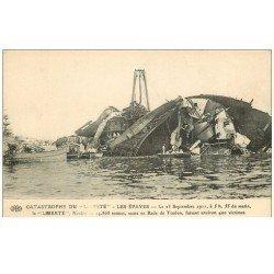 carte postale ancienne 83 TOULON. Catastrophe du Navire La Liberté après l´Explosion de 1911 saute en Rade les épaves