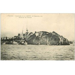 carte postale ancienne 83 TOULON. Catastrophe du Navire La Liberté après l'Explosion de 1911 recherche des Victimes
