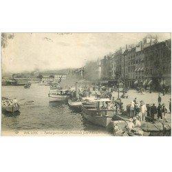 carte postale ancienne 83 TOULON. Embarquement des provisions pour l'Escadre 1911 avec Marins