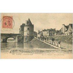 carte postale ancienne 86 CHATELLERAULT. Abreuvoir du Pont et Pêcheurs Quai Abattoir 1906