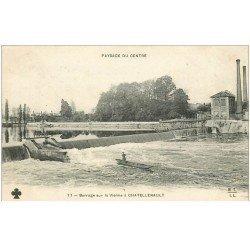 carte postale ancienne 86 CHATELLERAULT. Pêcheur au Barrage sur la Vienne