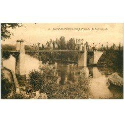carte postale ancienne 86 LA ROCHE POSAY LES BAINS. Pont suspendu
