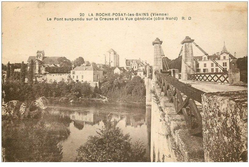 carte postale ancienne 86 LA ROCHE POSAY LES BAINS. Pont suspendu 1930