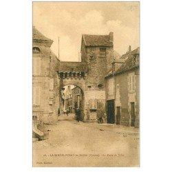 carte postale ancienne 86 LA ROCHE POSAY LES BAINS. Porte de Ville animation