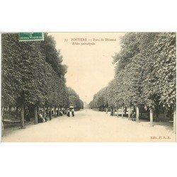 carte postale ancienne 86 POITIERS. Allée principale du Parc de Blossac 1912