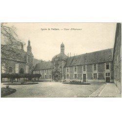 carte postale ancienne 86 POITIERS. Cour Honneur du Lycée 1927