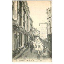 carte postale ancienne 86 POITIERS. La Rue des Cordeliers avec Etalgiste sur échelle