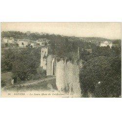 carte postale ancienne 86 POITIERS. Les Douves. Tampon militaire Artillerie 1915