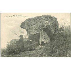 carte postale ancienne 87 BELLAC. Dolmen du Pont de Lanneau belle animation