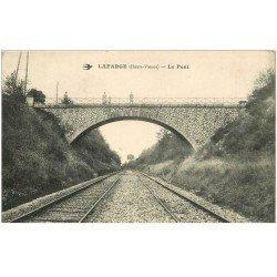 carte postale ancienne 87 LAFARGE. Personnages sur le Pont