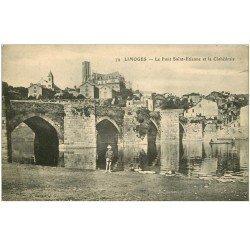 carte postale ancienne 87 LIMOGES. Gamin au Pont Saint-Etienne et Cathédrale 1916