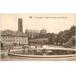 carte postale ancienne 87 LIMOGES. Musée échantillons et Enfants au bord du Bassin