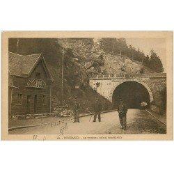 carte postale ancienne 88 BUSSANG. Le Tunnel avec Douaniers 1914