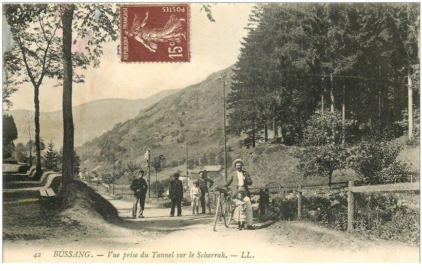 carte postale ancienne 88 BUSSANG. Vue prise du Tunnel sur le Scharrah Douaniers et Cycliste. Verso un peu rougi