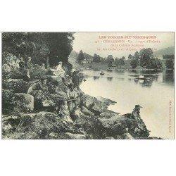 carte postale ancienne 88 GERARDMER. Groupe d'Enfants de la Colonie Scolaire sur Rochers erratiques rives du Lac