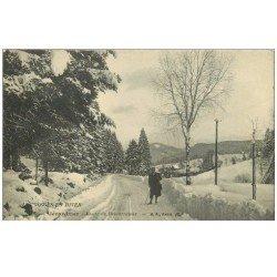 carte postale ancienne 88 GERARDMER. Promeneur Route de Retournemer