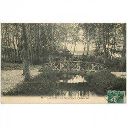 carte postale ancienne 89 AUXERRE. Passerelle à l'Arbre Sec animation 1910