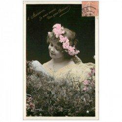 carte postale ancienne 89 AUXERRE. Superbe Fillette avec collier de Fleurs. Carte émaillograpjhie 1906