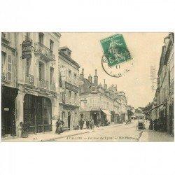 carte postale ancienne 89 AVALLON. Hôtel du Chapeau Rouge rue de Lyon 1911