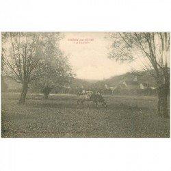 carte postale ancienne 89 BESSY SUR CURE. Vache dans la Prairie