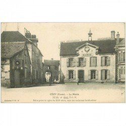 carte postale ancienne 89 CEZY. La Mairie en 1914 animation