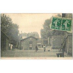 carte postale ancienne 02 LA FERE. L'Usine à Gaz. Carte toilée 1912