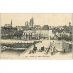 carte postale ancienne 89 SENS. Attelages sur Pont de l'Yonne Entrée de la Ville