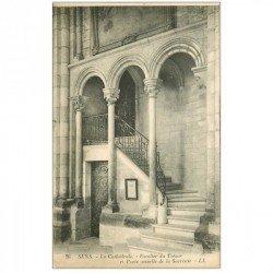 carte postale ancienne 89 SENS. La Cathédrale Escalier du Trésor et Porte Sacristie