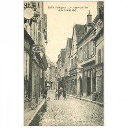 carte postale ancienne 89 SENS. Les Pignons sur la Grande Rue. Magasin Pneu Hutchinson