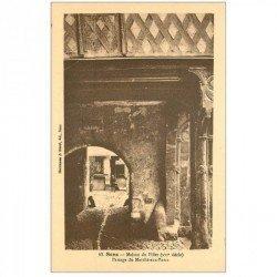 carte postale ancienne 89 SENS. Maison du Pilier Passage du Marché aux Porcs
