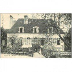 carte postale ancienne 89 TONNERRE. Maison du Chevalier d'Eon avec Jardinier