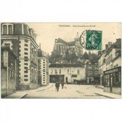 carte postale ancienne 89 TONNERRE. Place Fontaine aux Boeufs Magasin de Photographie et Café Restaurant 1909