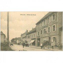 carte postale ancienne 90 DELLE. Cycliste et Tracteur Moissonneuse devant l'Hôtel du Nord