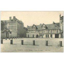 carte postale ancienne 14 LISIEUX. Huchon Tapissier Place Hennuyer