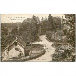carte postale ancienne 91 BALLANCOURT SUR ESSONNE. Passage à niveau Route du Bouchet 1936