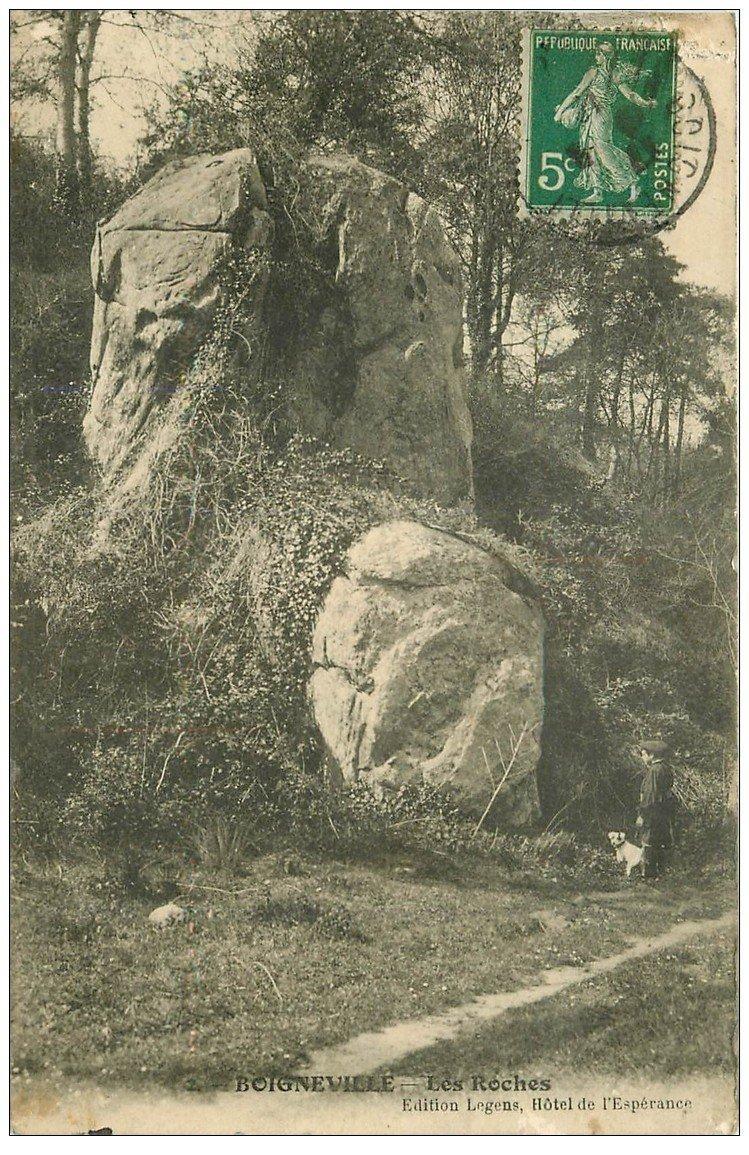carte postale ancienne 91 BOIGNEVILLE. Personnage et son Chien sous les Roches