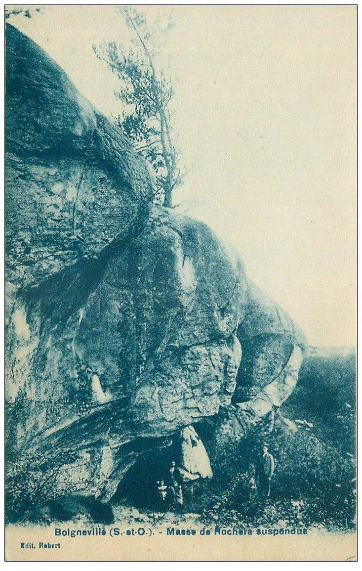 carte postale ancienne 91 BOIGNEVILLE. Personnage sous la Masse de Rochers suspendus