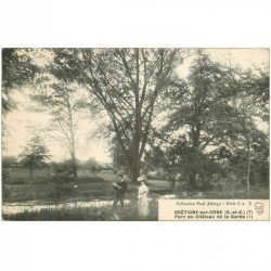 carte postale ancienne 91 BRETIGNY SUR ORNE. Lecture lettre d'Amour au Parc du Château de la Garde