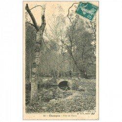 carte postale ancienne 91 ETAMPES. Personnages sur le Pont de Pierre 1912